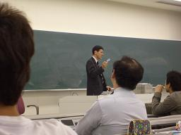 ケータイビジネスの創出について語る片山龍夫氏