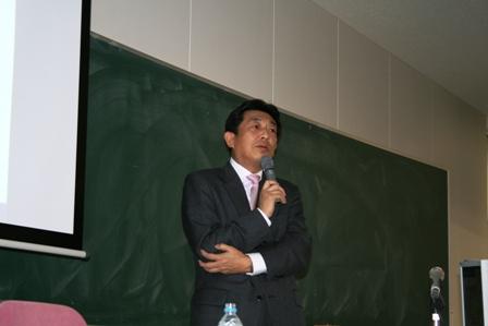 システムと日本のIT産業について語る油谷泉氏