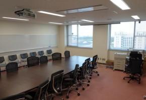 情報コミュニケーション学科会議室