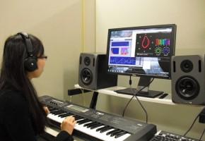 音楽検索技術の研究のためのDTM(Desk Top Music)環境です。脳波センサを用いた楽曲検索の実現を目指しています。